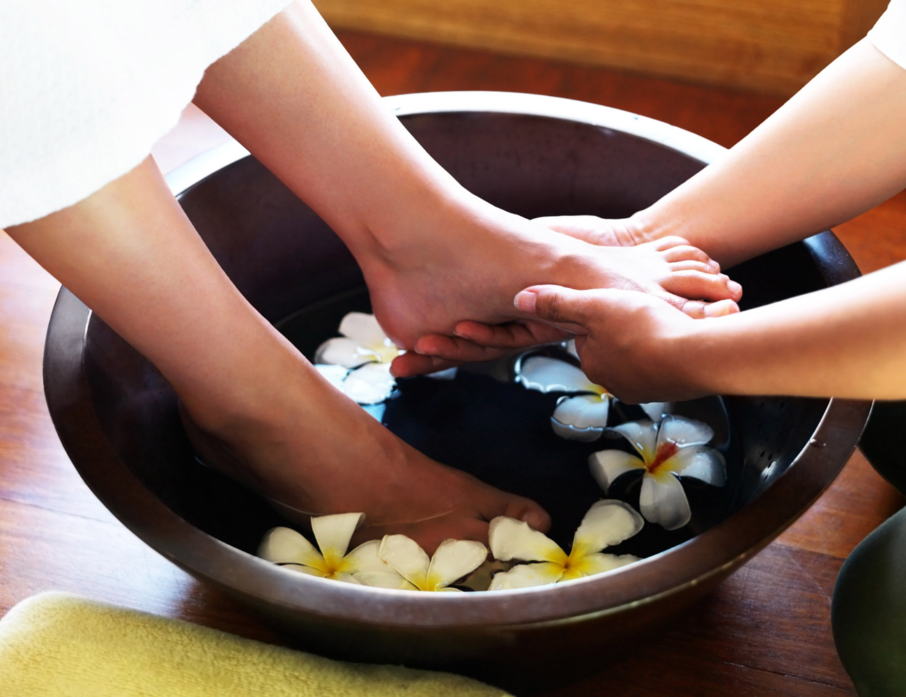 hướng dẫn các phương pháp để bạn trị đau chân ngưng điểm nơi nhà