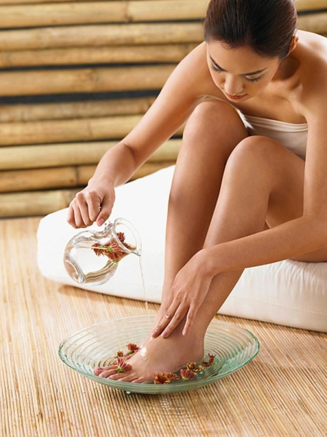 những khuyến nghị cho chăm sóc chân hằng ngày cho tất cả những người bị bệnh đái đường
