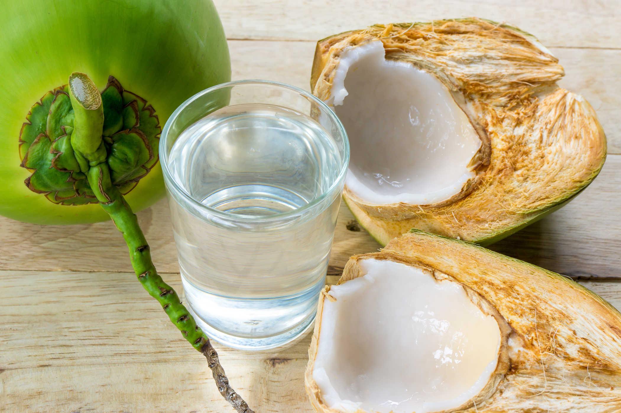 Tác dụng của nước dừa với sức khỏe mọi người