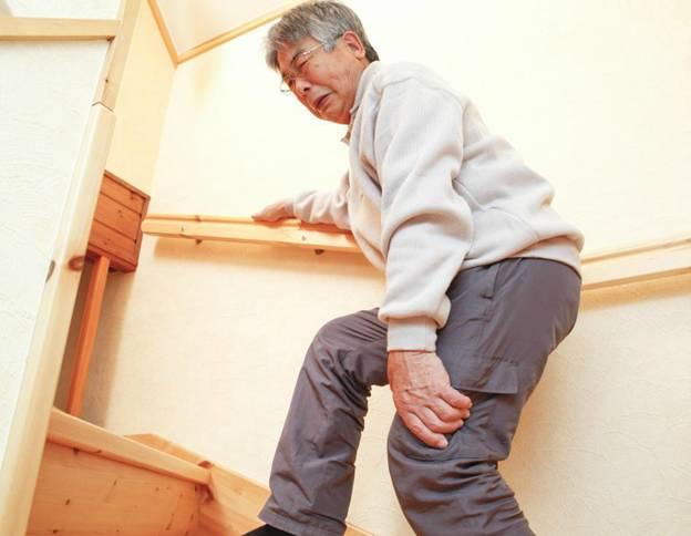 Những nguyên nhân nào mà đau lưng chạy xuống chân