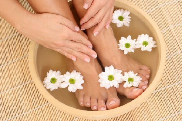 bồn ngâm chân với thảo dược chữa trị các bệnh