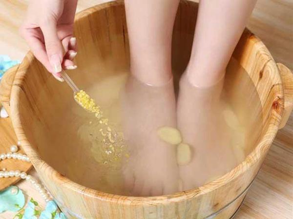 Hướng dẫn cách ngâm chân chữa 6 bệnh hay gặp
