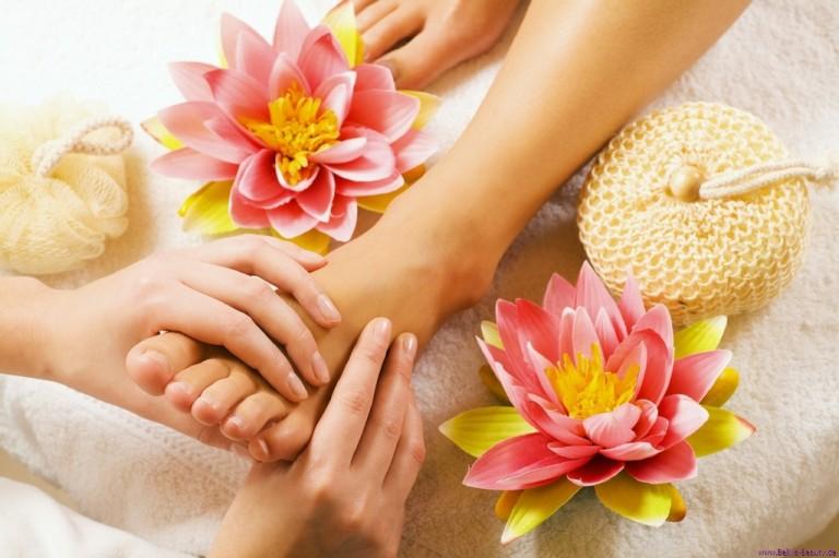 9 lợi ích của việc massage chân khiến bạn muốn thử ngay.